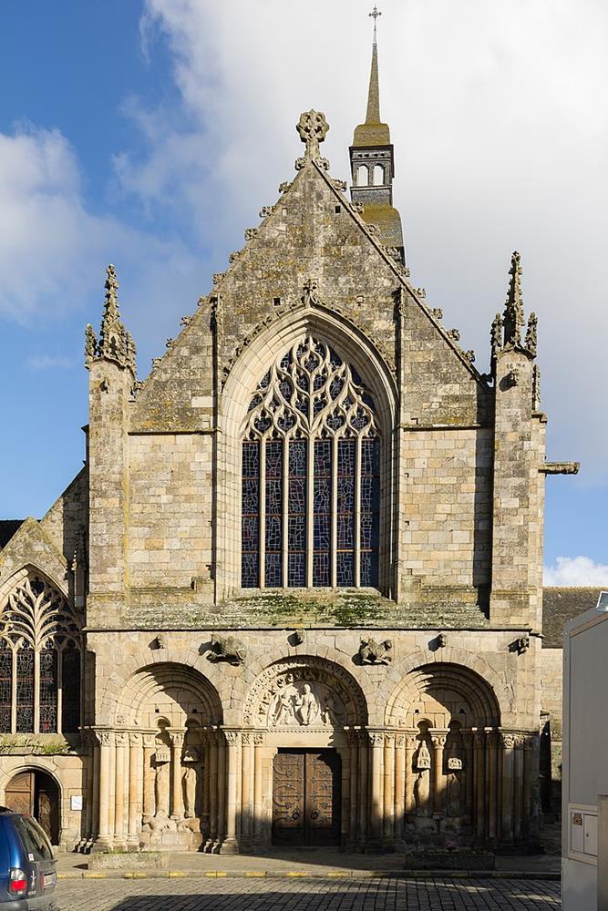 上下不同風格的教堂立面