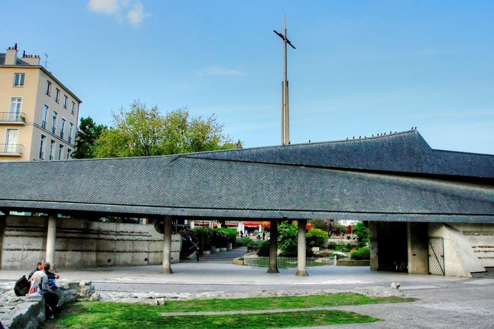 聖女貞德教堂及十字架
