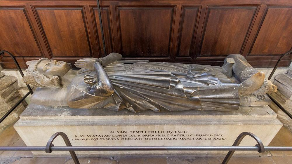 諾曼第公國創建者羅洛之墓