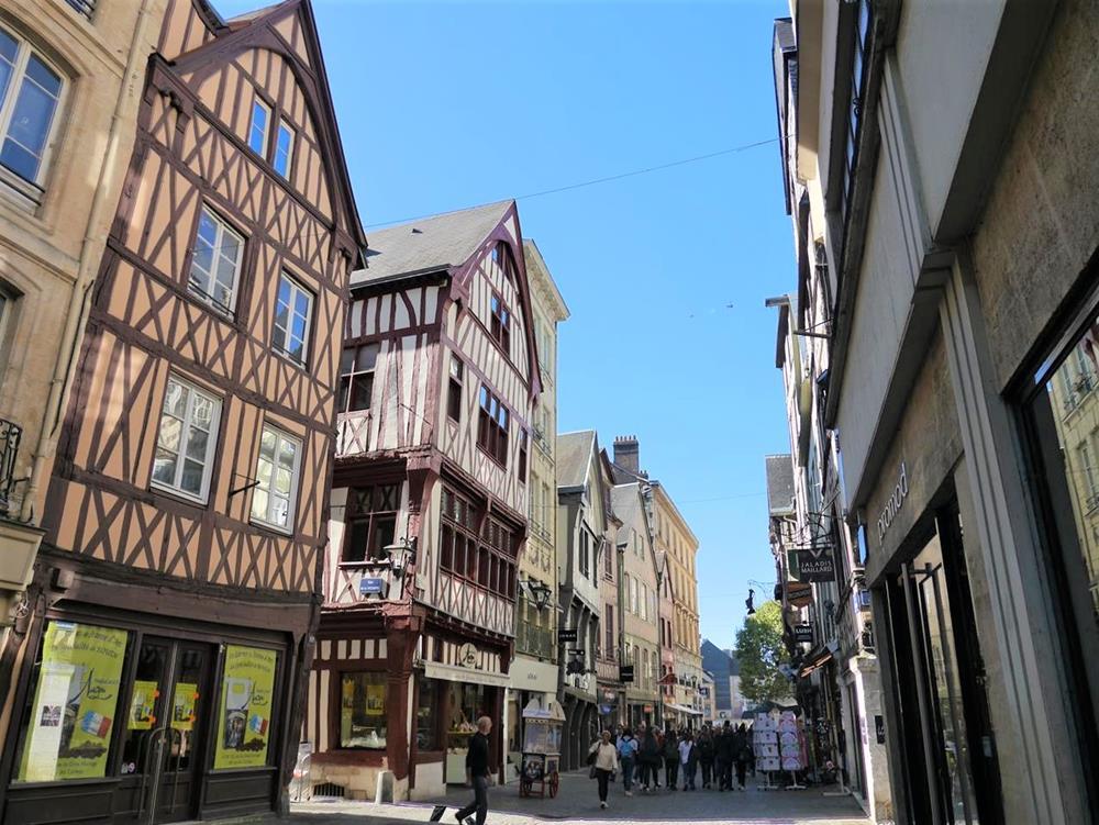 盧昂半木桁架建築街道