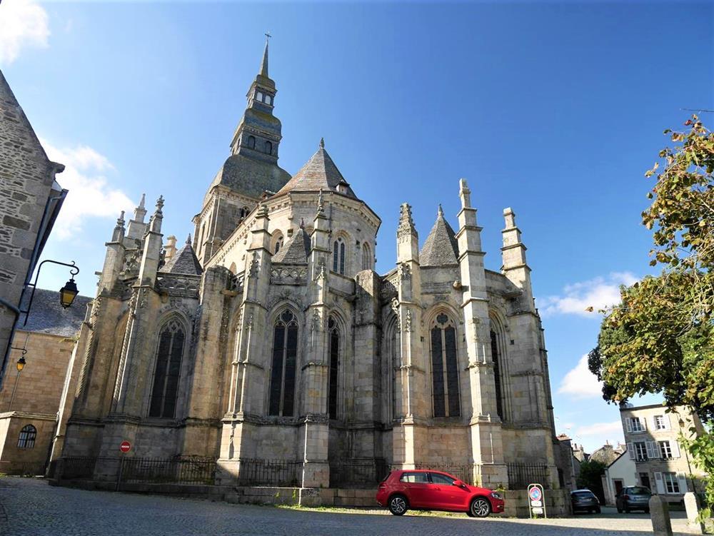 迪南聖救世主教堂