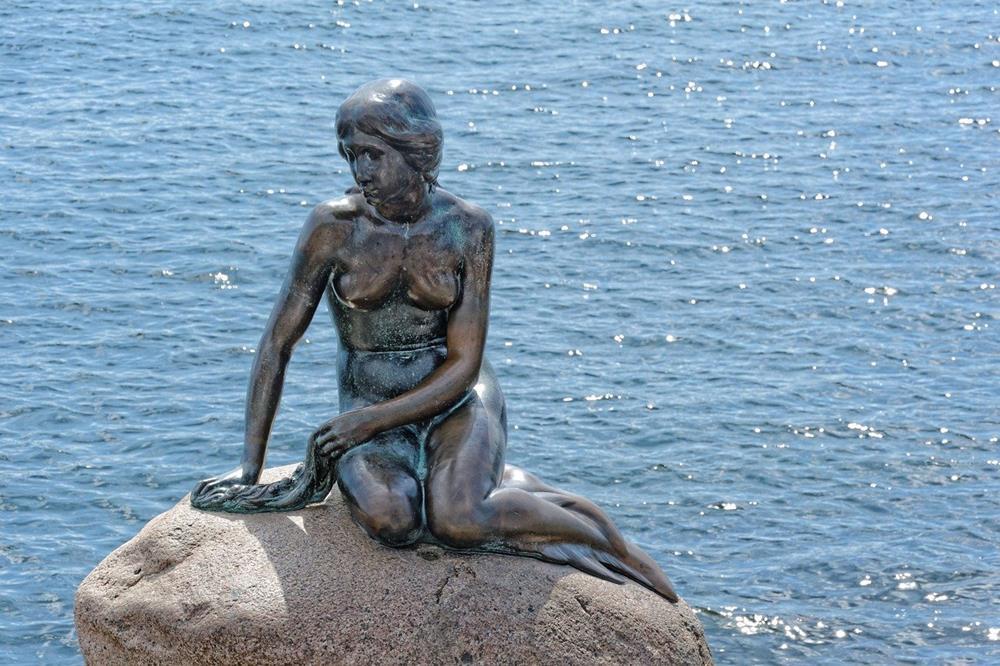 小美人魚雕像