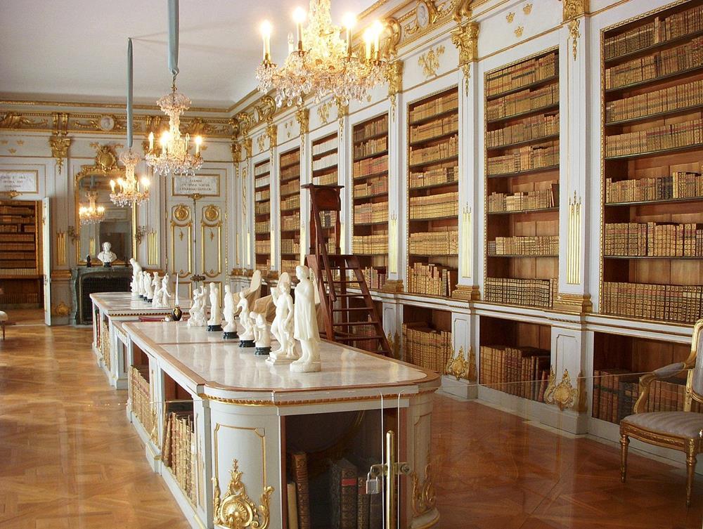 卓寧霍姆宮圖書館